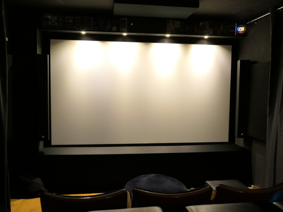 Leinwand (Kino dunkel)